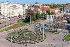 Outdoor Ausstellung Labyrinth Auf Dem Wiener Schwarzenbergplatz 3