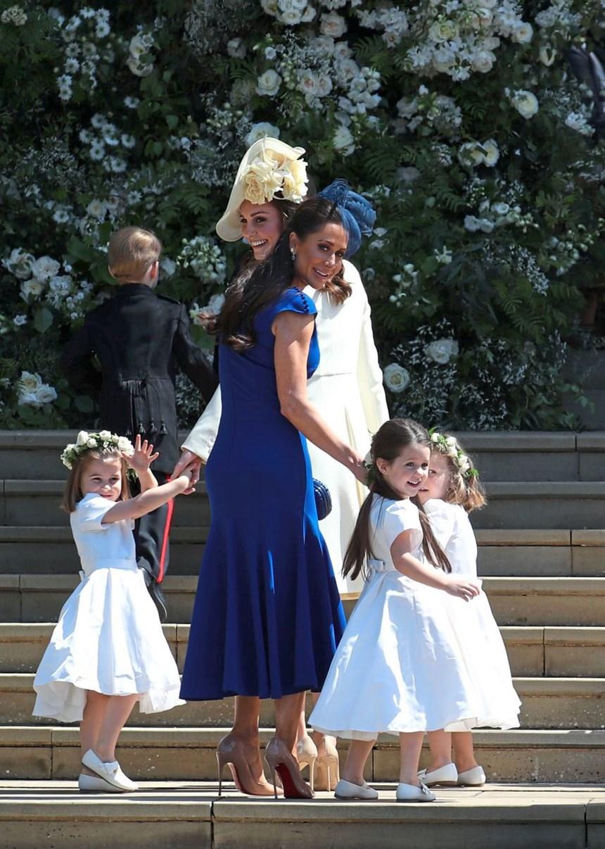 Stilkritik Kleid und Gäste: Reinweiß statt Cinderella-Traum: Meghans ...