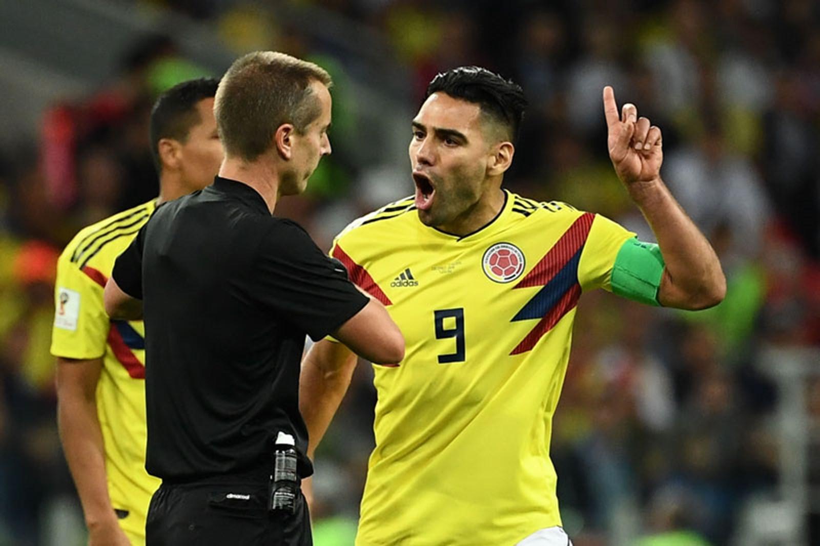 England Kolumbien Schiedsrichter