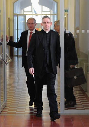 Katholische Kirche: Rätsel um überraschenden Rücktritt des ...