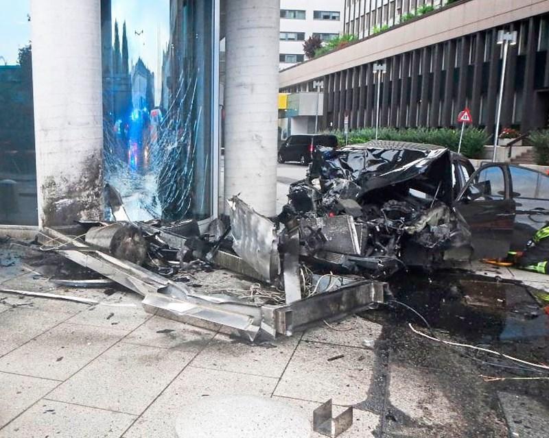 Lenker Krachte Mit 1 66 Promille Mit Auto In Wiener Hilton 3