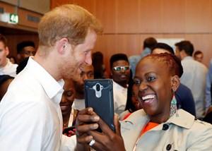 Prinz Harry will offen über Aids reden