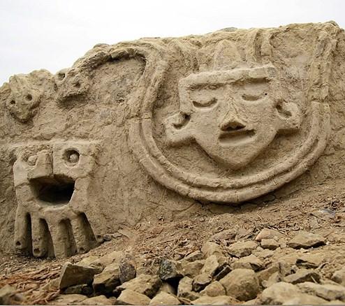 Peru: Steinrelief einer jahrtausendealten Zivilisation entdeckt