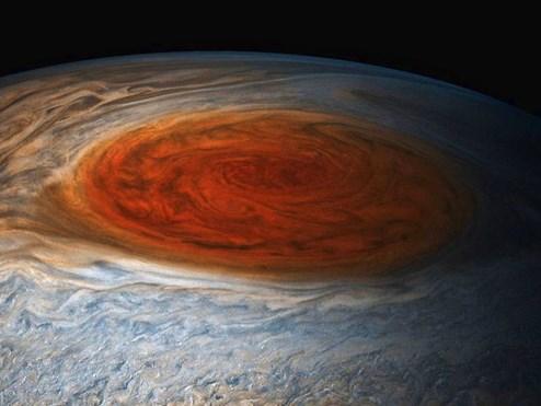 Jupiters Großer Roter Fleck enthält signifikante Wassermengen
