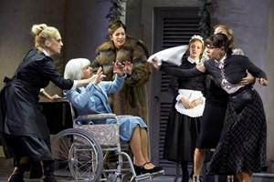 Acht Frauen Intrigen Bis Die Bluse Platzt Theater In Der