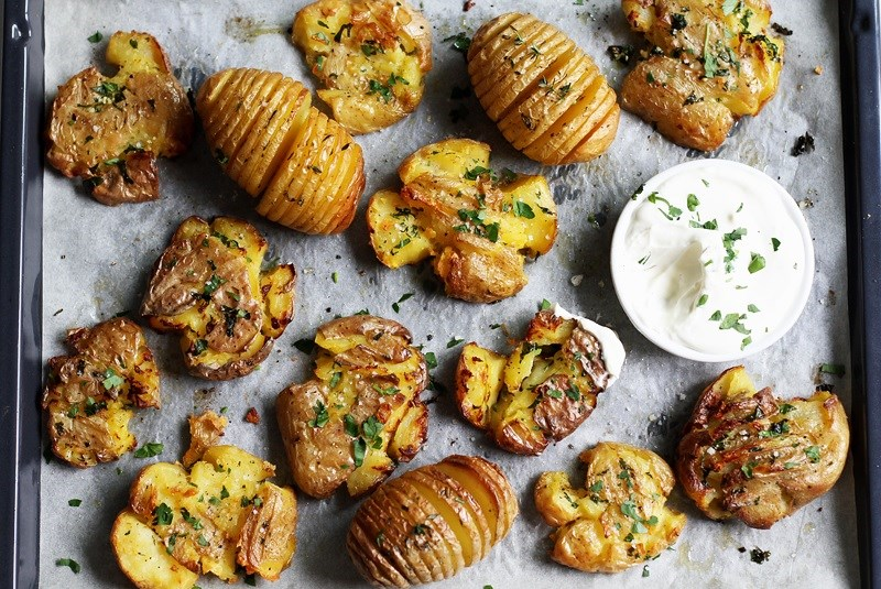 Thanksgiving-Beilagen: Hasselback & Smashed Potatoes