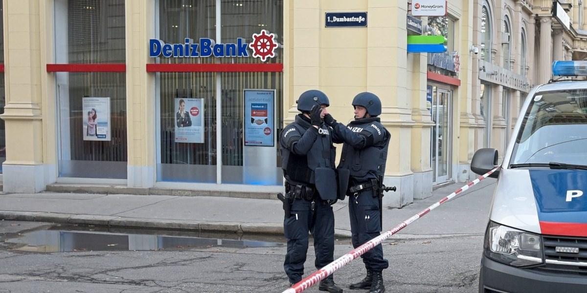 Banküberfall In Wien Räuber Schoss Auf Flucht Wachmann Nieder