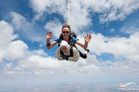 foto: apa/afp/sa skydiving/bryce selli
