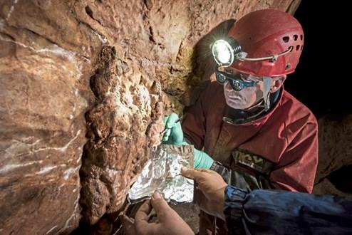 U-Serie Datierung paläolithischer Kunst in 11 Höhlen in Spanien