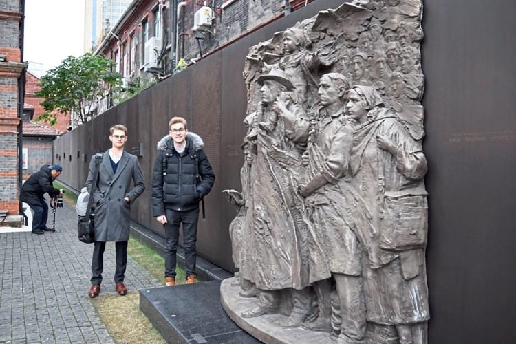 Zwei Junge Männer Als österreichs Visitenkarte In China