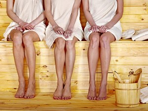 nackte frau in der sauna