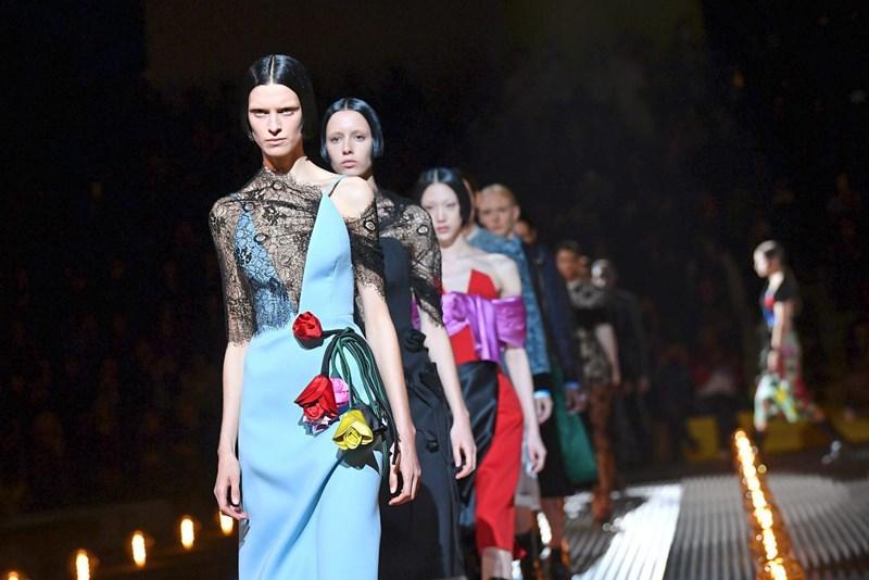 95a2594ecad05 Modewoche Mailand  Million Dollar Baby! - Modeschauen - derStandard ...