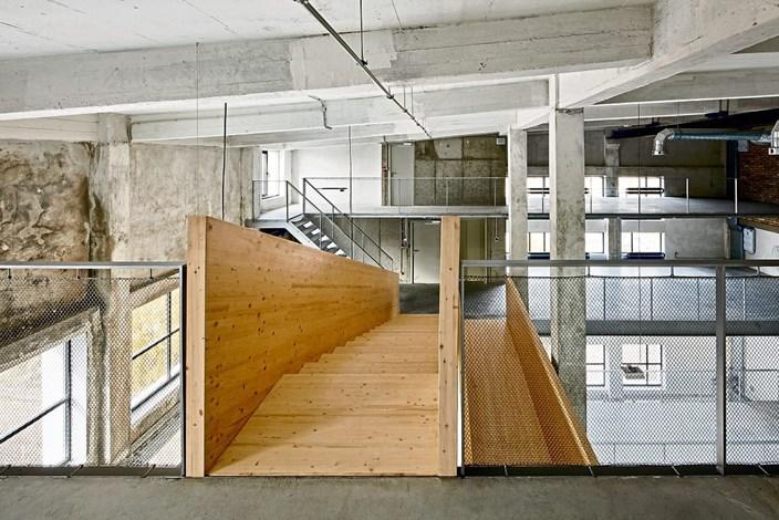 Revitalisiertes zementwerk der architekt mit dem k rcher for Stellenanzeigen architekt