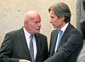 Der Erstangeklagte Karl-Heinz Grasser (rechts; mit seinem Anwalt Manfred Ainedter) sieht sich zu Unrecht von der Staatsanwaltschaft verfolgt.