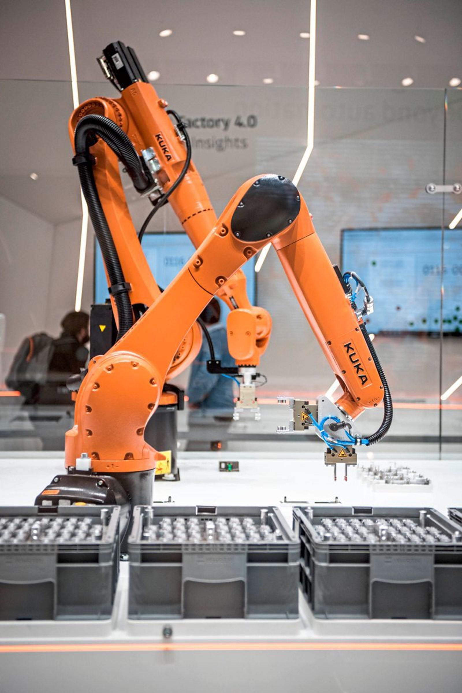 Industrieroboter trifft digitalen Zwilling