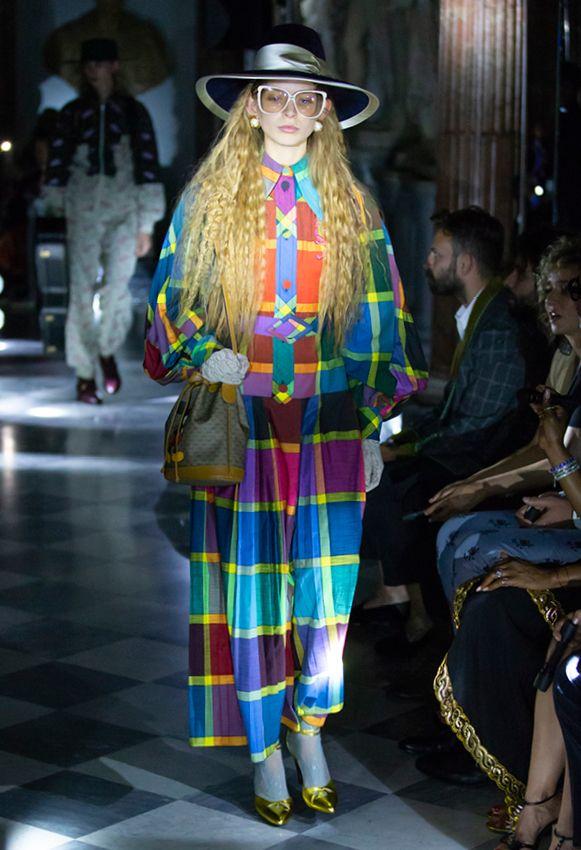 55603957134 Gucci zeigte Mode in den Kapitolinischen Museen, Armani in Tokio ...