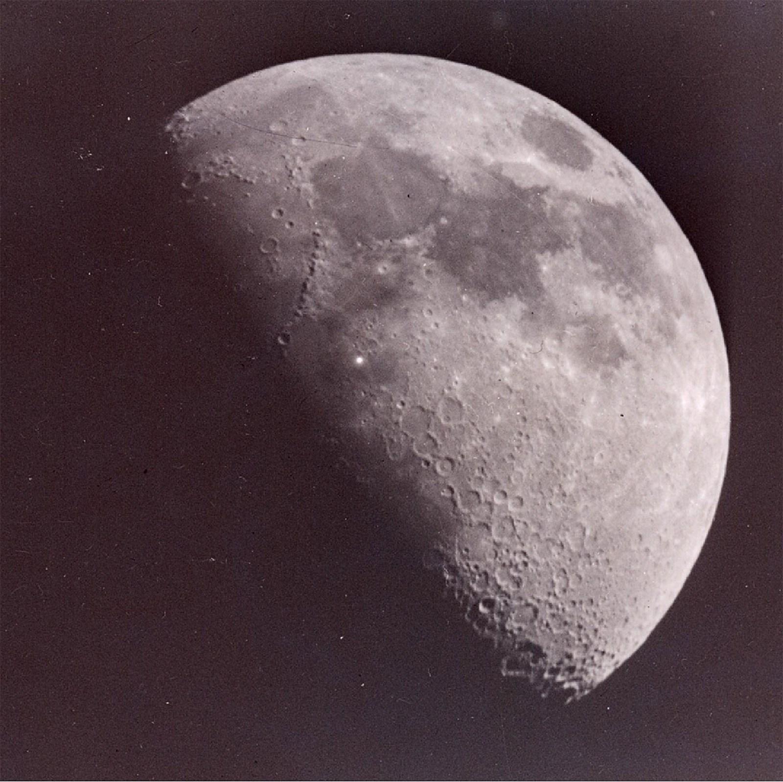 Teleskope sollen rätselhafte Lichtblitze auf dem Mond klären