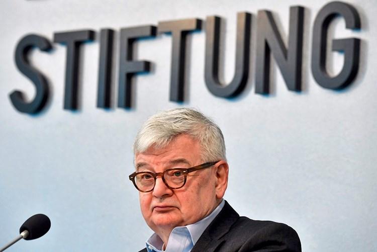 Joschka Fischer vermutet: Deutsches Kanzleramt ist verflucht