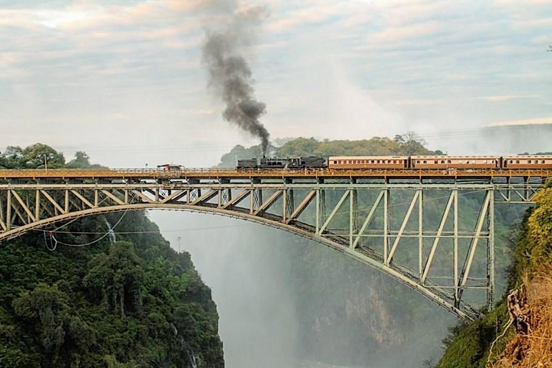 Auf Schiene: Afrika in einem Zug entdecken
