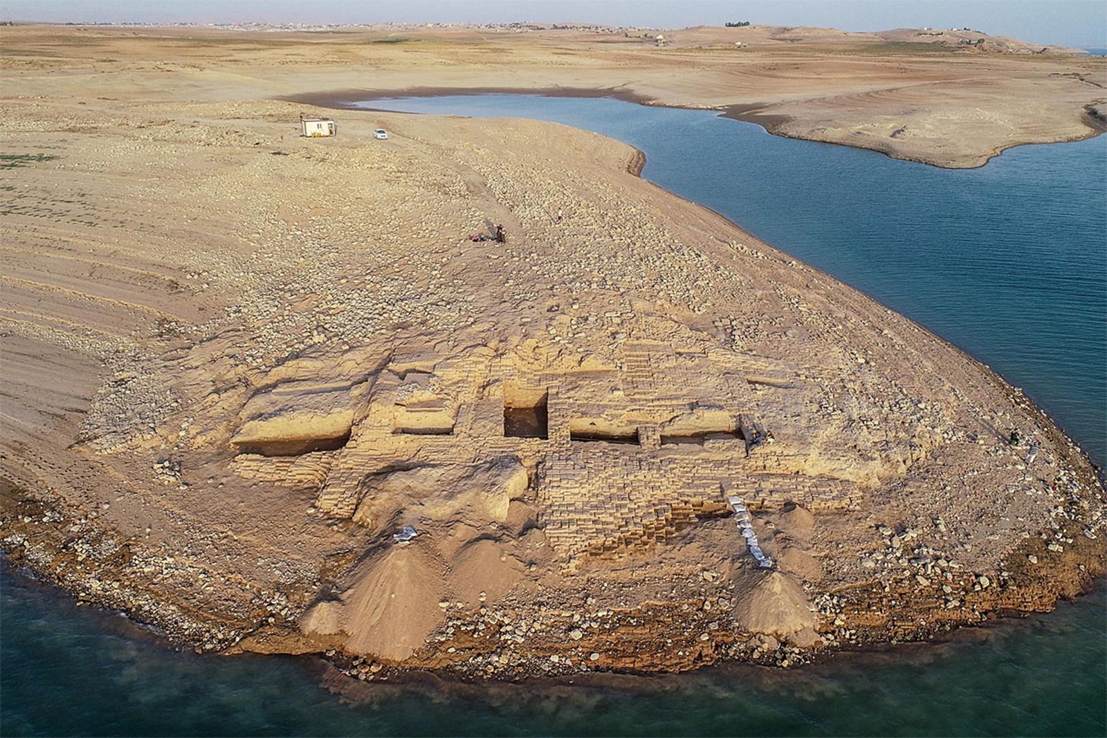 Dürre legt kurzzeitig 3.400 Jahre alten Palast im Nord-Irak frei – derStandard.at