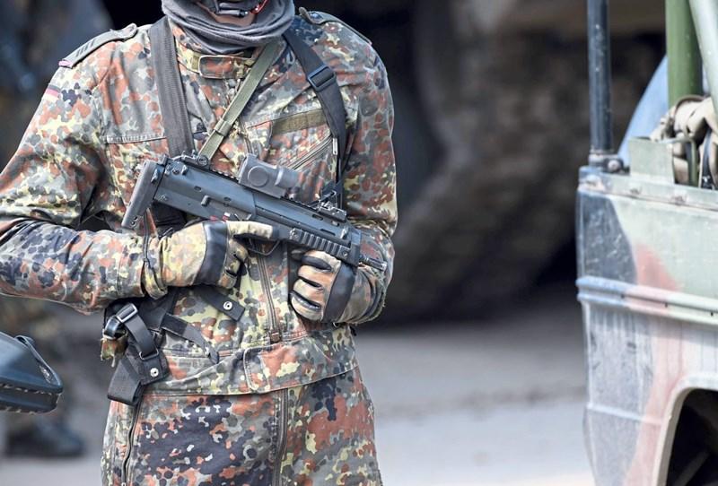 Deutsche Polizei brachte Schulschwänzer vom Pool ins Klassenzimmer