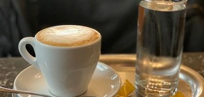 Cappuccino nackt Elizabeth  Elizabeth Olsen