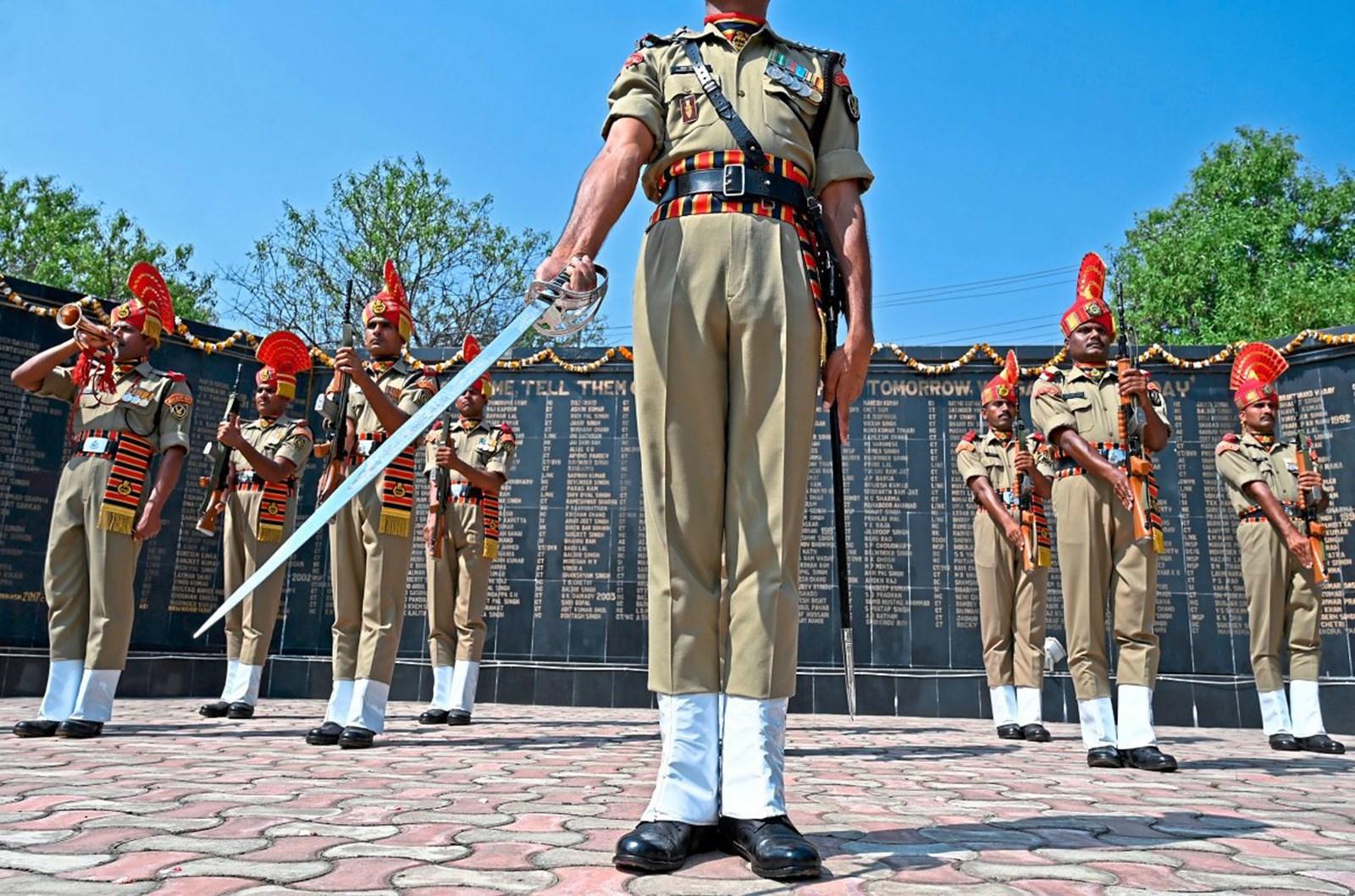 Indien schickt weitere 10.000 Soldaten in die Unruheregion Kaschmir – derStandard.at