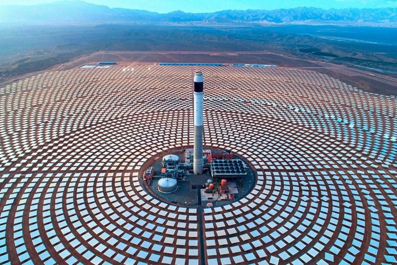 Auf der Suche nach grüner Energie entstehen Solarparks in Wüsten