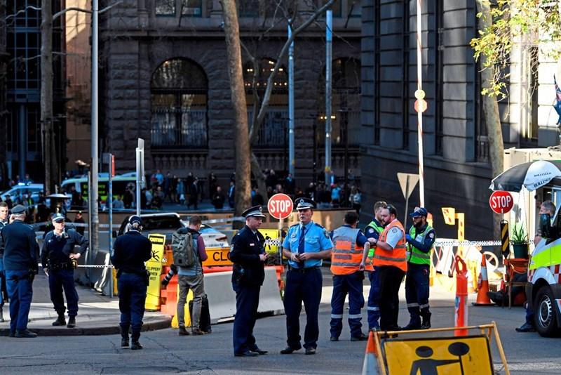 Passanten überwältigten Mann nach Messerattacke mit Toter in Sydney