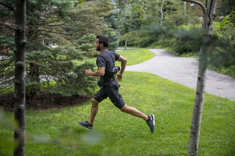 Revolutionäres Exoskelett erleichtert das Laufen