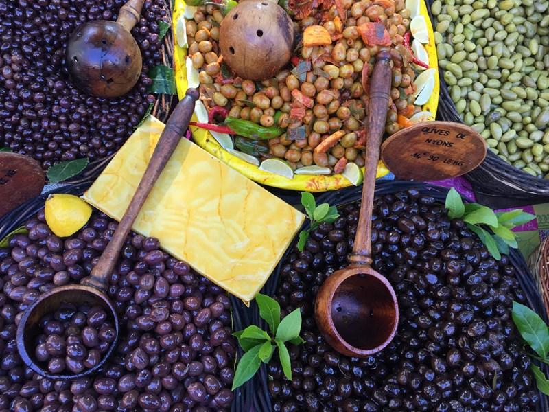 Tapenade: Olivenpaste für Brot und Gemüse
