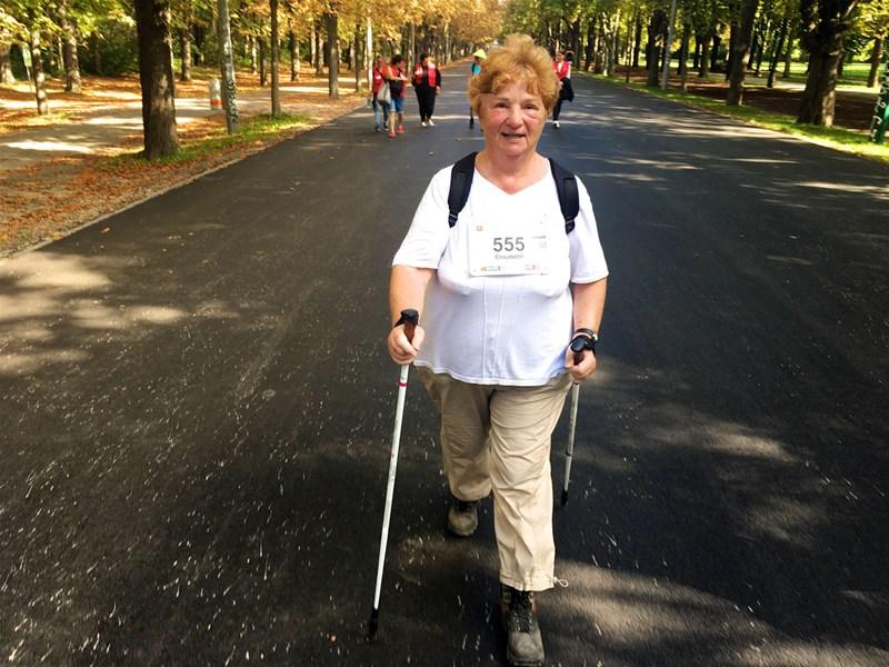 Rüstige Rentner: Nordic Walking mit Senioren