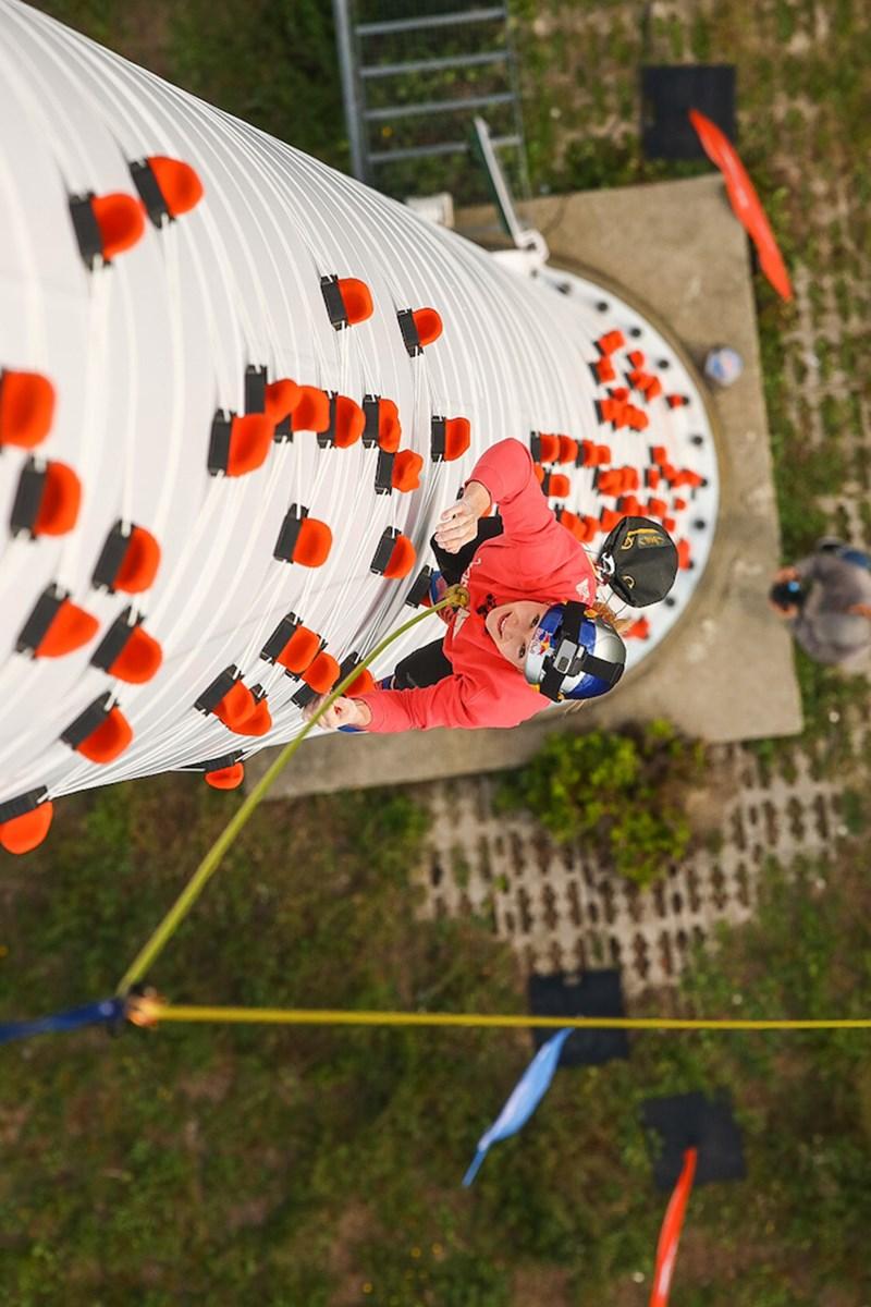 Jessica Pilz: Schnell mal auf ein Windrad klettern