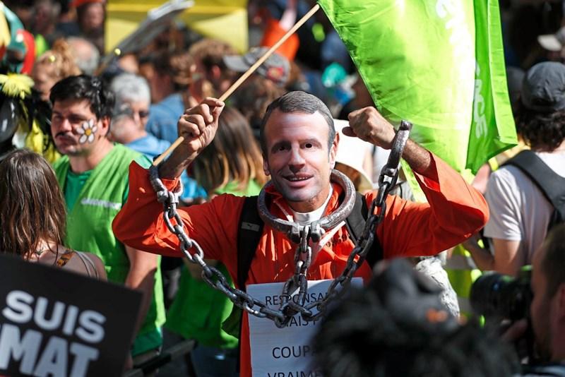 Dutzende Festnahmen bei Gelbwesten-Protesten in Paris