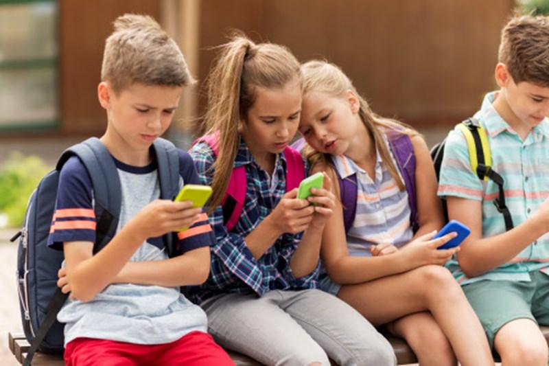"""Psychologe: """"Smartphone konterkariert Spieltrieb von Kindern"""""""