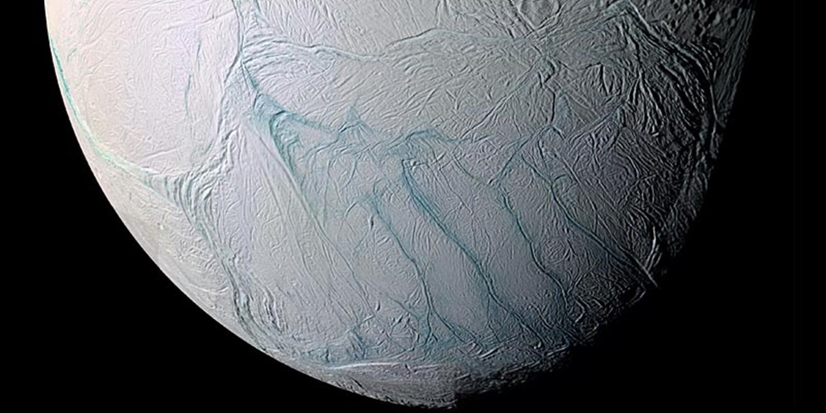 Weitere Lebensbausteine im Ozean von Enceladus entdeckt