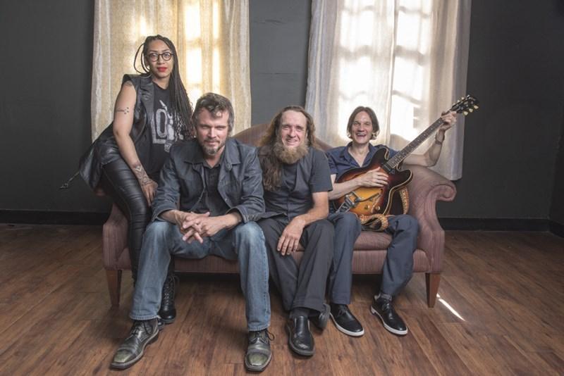 North Mississippi Allstars: Mit der Discokugel in den Stall