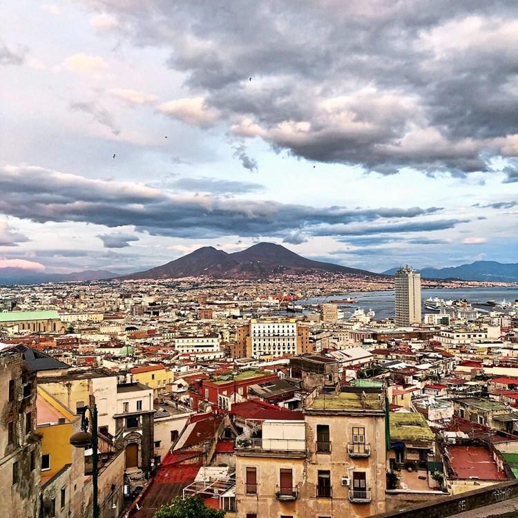 Auf den Spuren des Bestsellers von Elena Ferrante durch Neapel