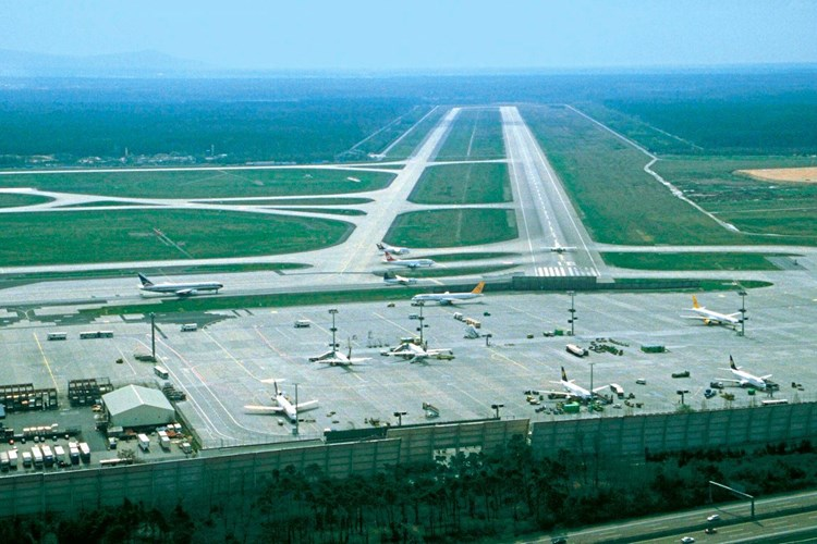 Zwei Flugzeuge auf Frankfurter Flughafen zusammengestoßen