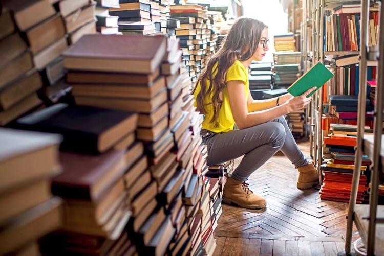 Welche Bücher stehen in Ihrem #Autorinnenschuber?