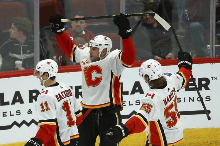 Grabners Coyotes unterliegen in NHL formstarken Flames