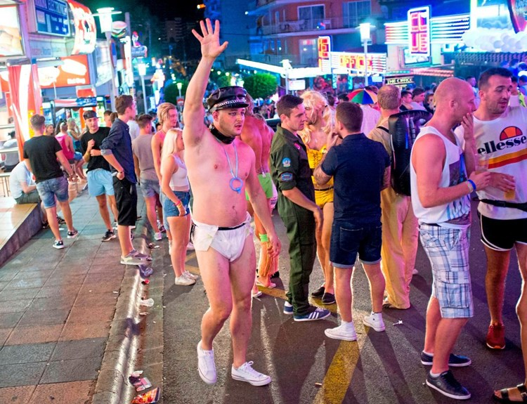 Mallorca will härter gegen Alkoholtourismus vorgehen