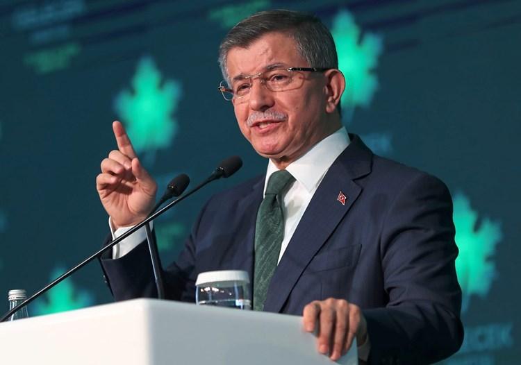 Davutoğlu fordert in der Türkei seinen Weggefährten Erdoğan heraus
