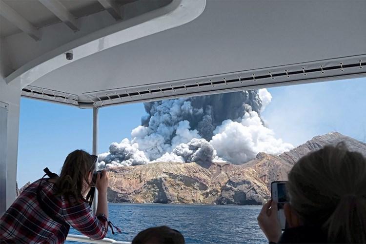 Taucher suchen nach Vermissten bei Vulkaninsel, weiteres Opfer gestorben