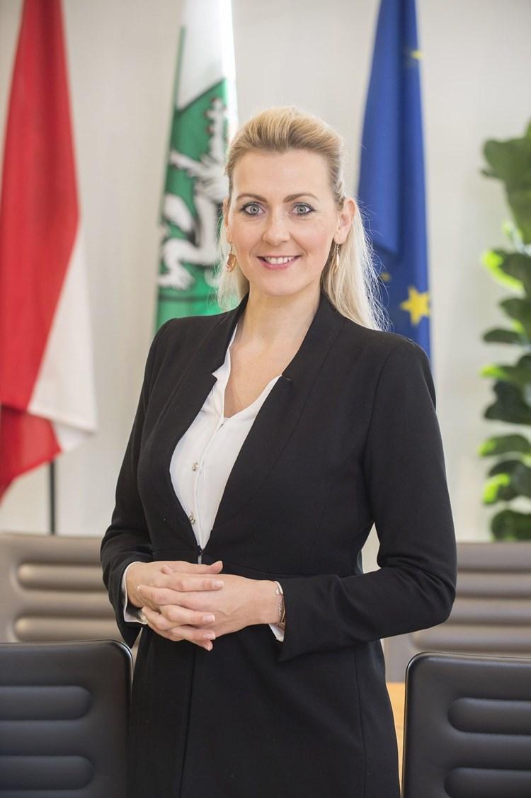 Ministerin Fur Arbeit Familie Und Jugend Christine Aschbacher Koalition Derstandard At Inland