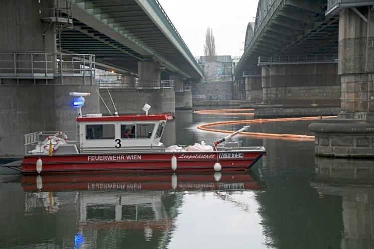 Polizei ermittelt nach Treibstoffaustritt in der Donau bei Wien