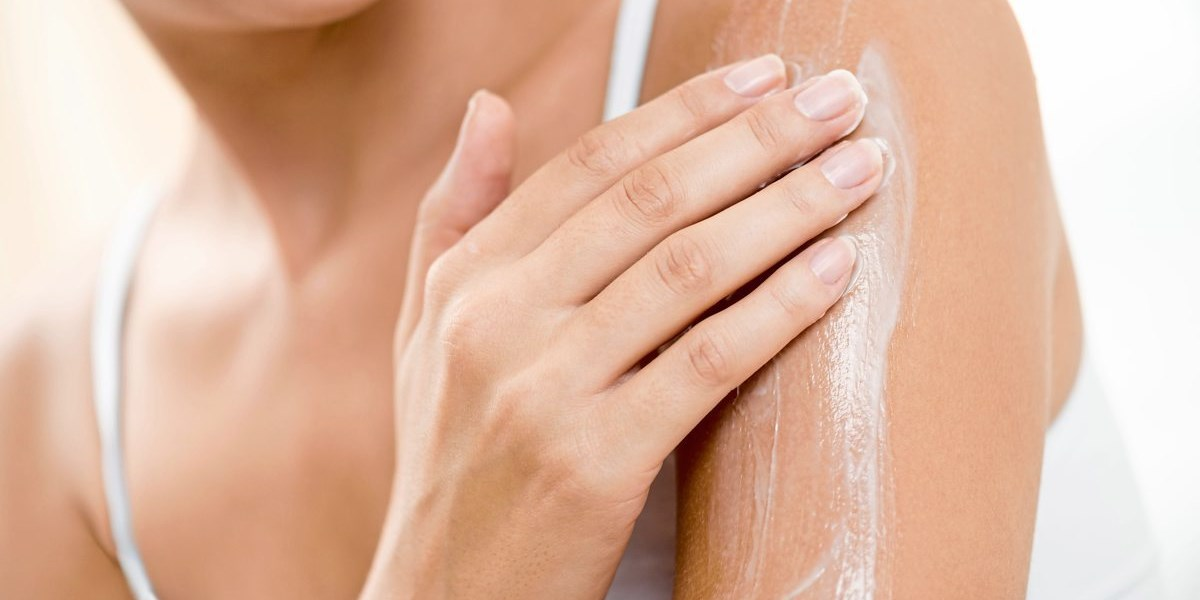 Was gegen trockene Haut im Winter hilft