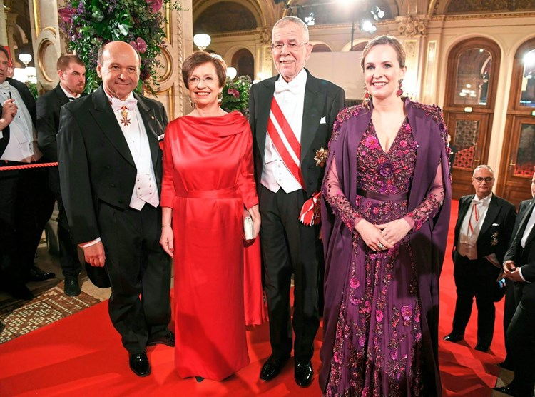 Ein Letzter Und Viele Erste Walzer Auf Dem Opernball Osterreich