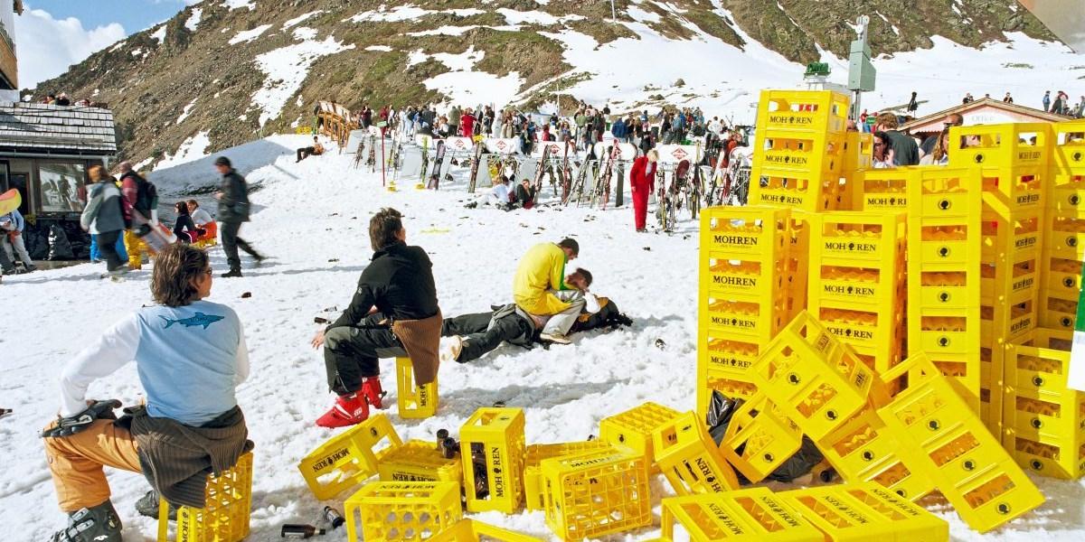 Après-Ski mit bösem Erwachen in den Tiroler Bergen