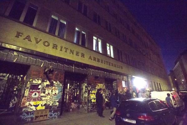Mann stach in Wien-Favoriten auf Frauen ein: Polizei sucht Tter